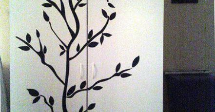 Jak oživit stěny pomocí velkoplošných samolepek