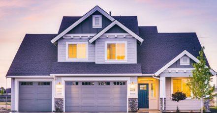5 důvodů, proč realitní kanceláře prodávají více domů mimo město