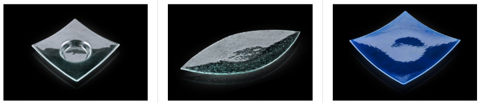 Mlsejte oříšky a mandle ze skleněné mísy