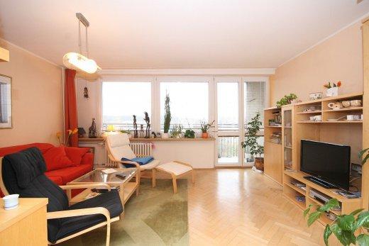 Hledáte nové bydlení v Praze? Realitní kancelář Homesweethome nabízí zajímavé byty k prodeji i pronájmu.
