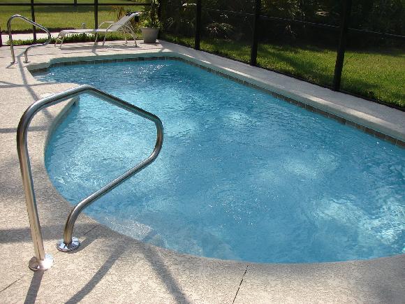 Úprava zahrady kolem bazénu