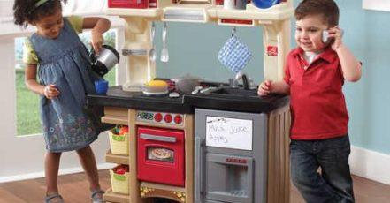 Zabavte děti venku i uvnitř. Pořiďte jim dětskou kuchyňku.