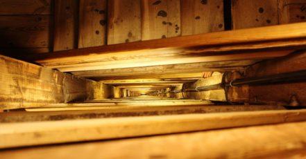 Vrzá vám celý dům? Zjistěte jak na to (jak na vrzající, dveře, okna, popř. podlahu)