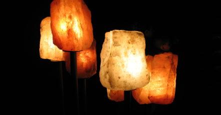 Himalájské solné lampy: Zdravý doplněk domácnosti