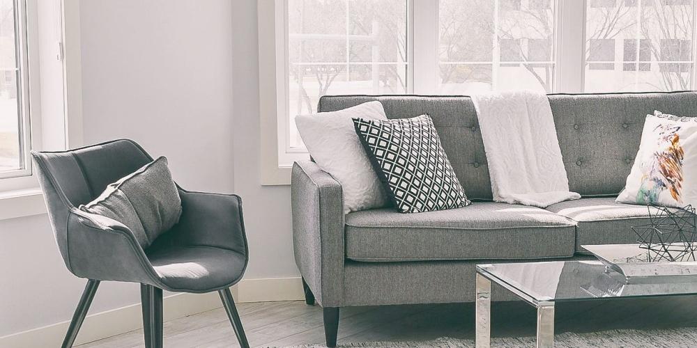 Jak udržet sedací soupravu čistou a bez skvrn?