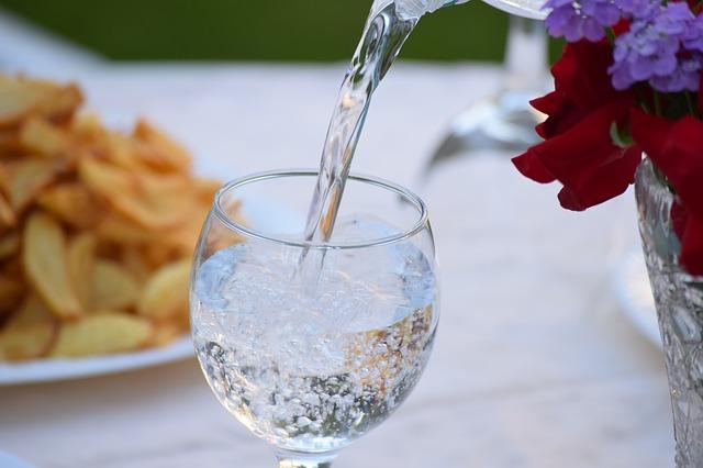 Díky vodovodnímu filtru vám bude chutnat i kohoutková voda
