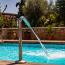 Dávkování chemie do bazénu: Co vám s tím pomůže?