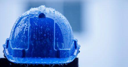 V čem pracovat když v létě prší? Zvolte reflexní oděvy a správné boty